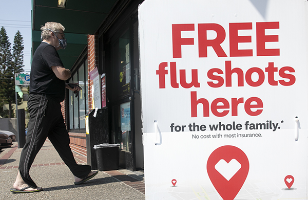 A sign advertising free flu shots posted outside of CVS in Piedmont on Sept. 2, 2020. Photo by Anne Wernikoff for CalMatters