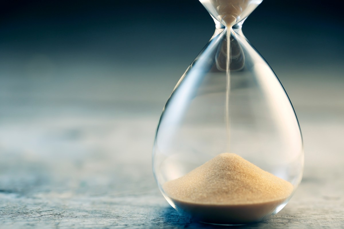 An hourglass sits on a table. While voters in some other states might need to worry about postal warnings and a new Supreme Court ruling, Californians have plenty of time to mail in their ballots. Image via iStock