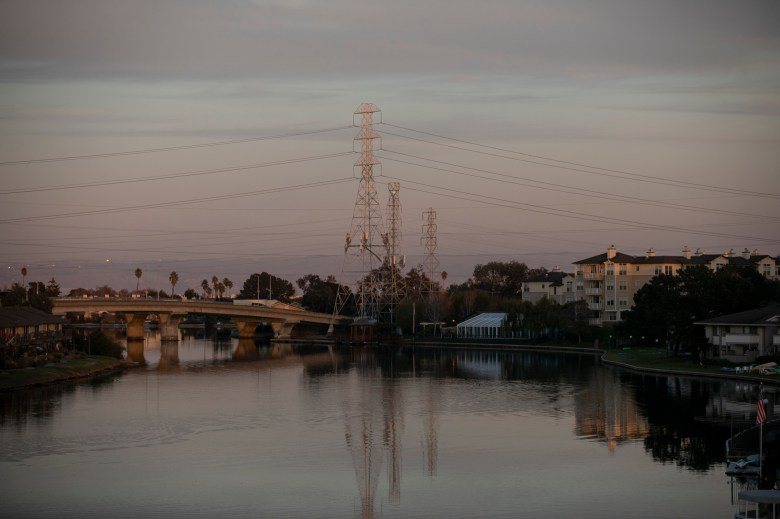 Marlin Cove, an apartment complex with affordable housing units, sits at the edge of the water in Foster City. Photo by Anne Wernikoff for CalMatters