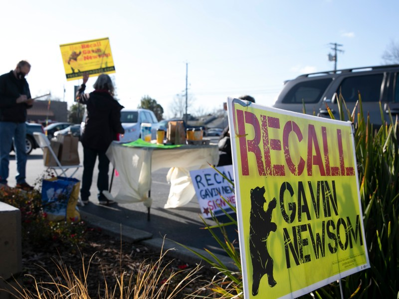 Volunteers with the Recall Newsom 2020 campaign hold a petition signing event at SaveMart in Sacramento on Jan. 5, 2020. Photo by Anne Wernikoff for CalMatters