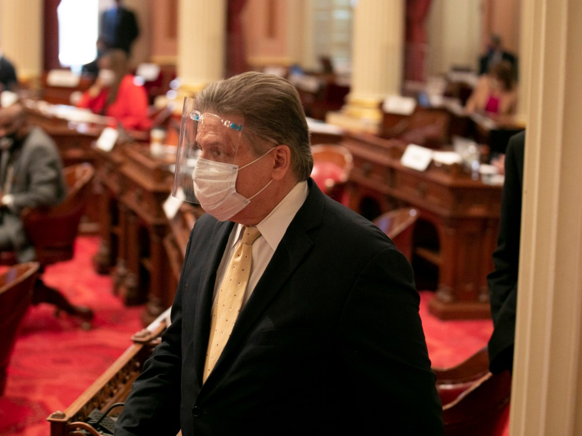 Sen. Robert Hertzberg wears a mask and face shield on the floor on Aug. 28, 2020. Photo by Anne Wernikoff for CalMatters