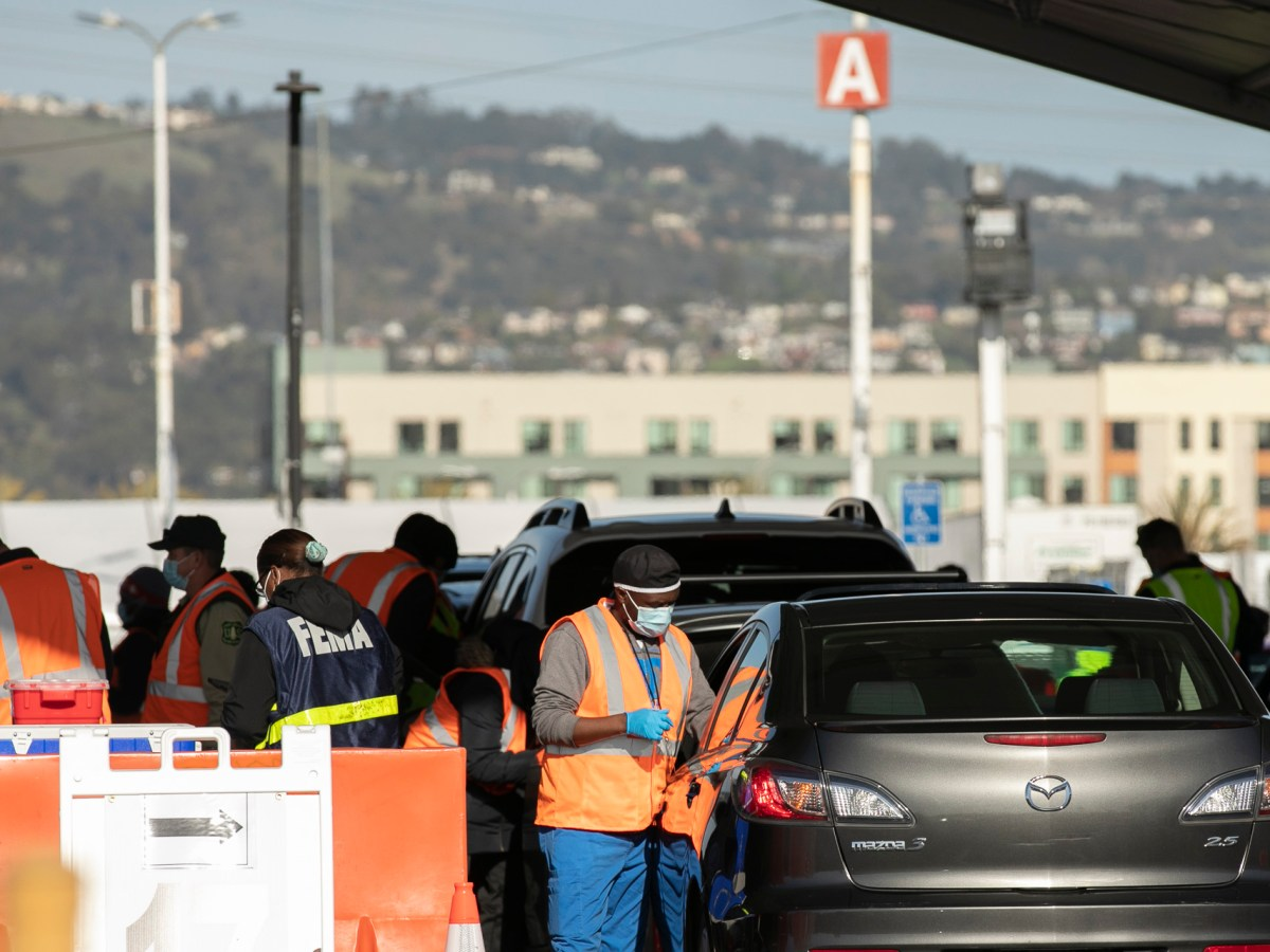 Patients receive COVID-19 vaccines at a mass drive-thru vaccination site at Oakland Coliseum on Feb. 26, 2021. The site which is run as a partnership between state and federal organizations can vaccinate up to 6,000 people daily. Photo by Anne Wernikoff, CalMatters