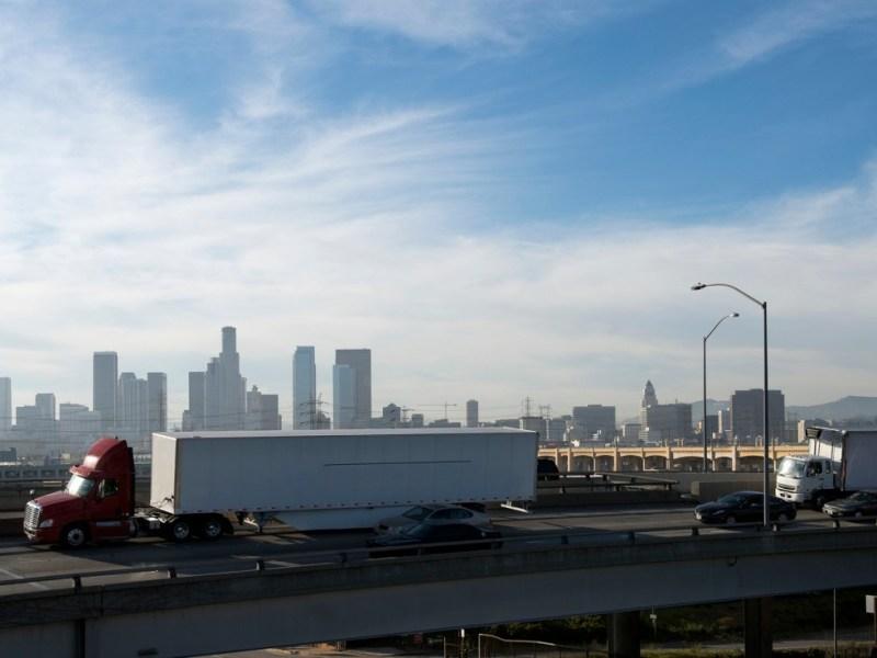 La contaminación por diesel ha disminuido sustancialmente en California debido a la regulación estatal de motores y combustibles. Imagen a través de iStock
