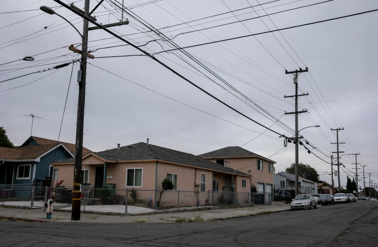 In the Webster neighborhood of East Oakland, a majority Black and Latino area, only 30% of residents own their homes. Photo by Anne Wernikoff, CalMatters