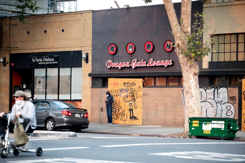 Oakland restaurant Dragon Gate Lounge remains shuttered on Sept. 1, 2020. The establishment has since reopened for business. The Photo by Anne Wernikoff for CalMatters