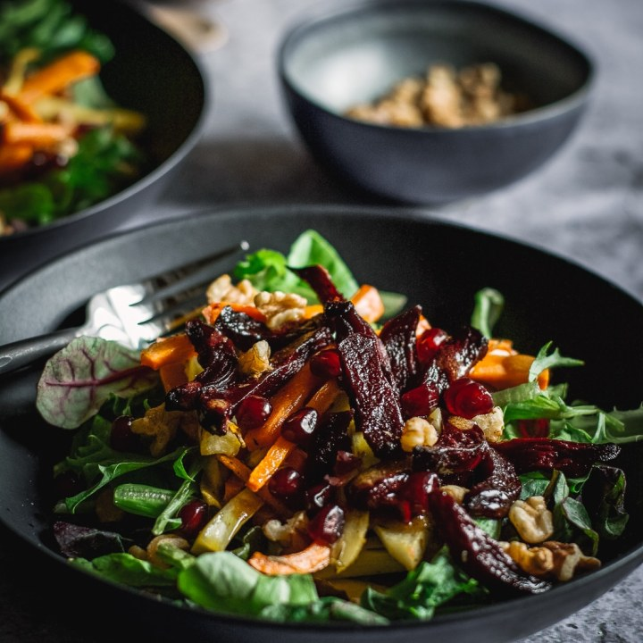 Simple Winter Salad with Apple and Pomegranate