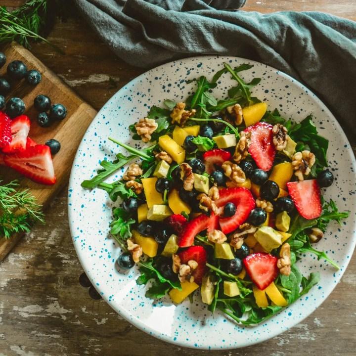 Arugula and Strawberry Salad with Cayenne Lemon Vinagirette