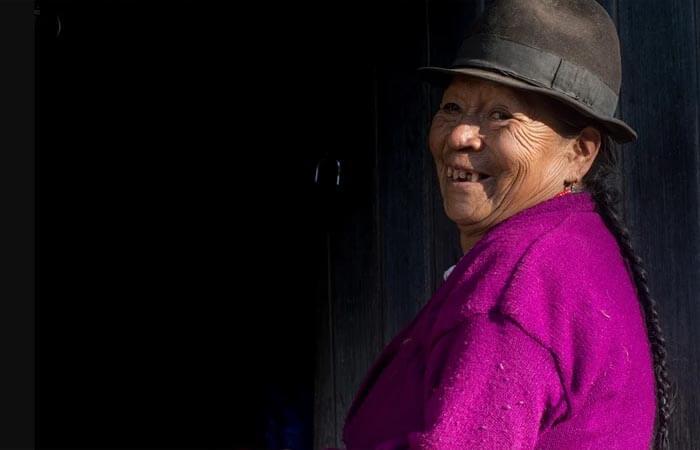 Mujer indígena con sombrero