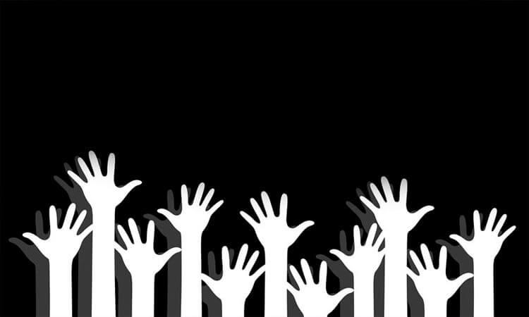 Varias manos blancas: símbolo de paz