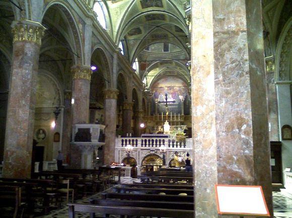 800px-Savona-santuario_Nostra_Signora_di_Misericordia-navata_centrale