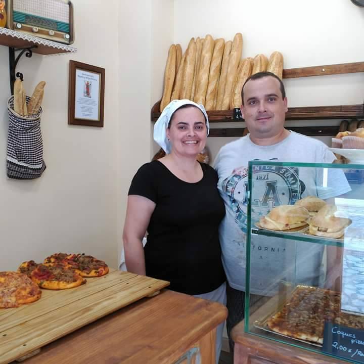 Carlos y su mujer en el despacho de l´Antiga Rebosteria