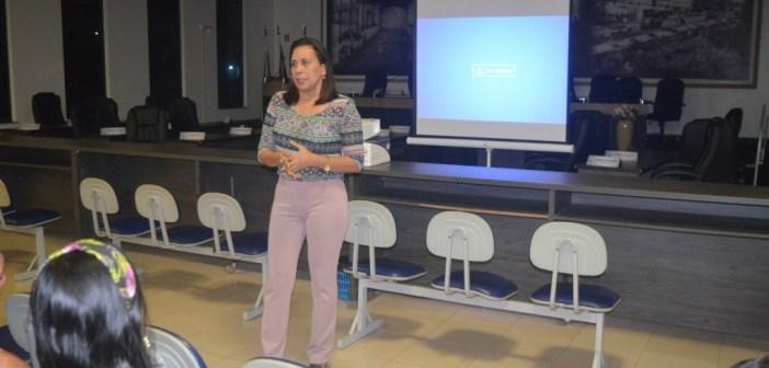 Vereadora Luciana Castanheira comemora liberação de recursos, abertura da licitação, para em breve iniciar construção da Praça da Juventude
