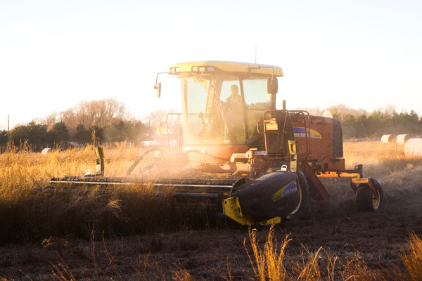 2.1.4-farm-machine-interoperability-stock-photo-