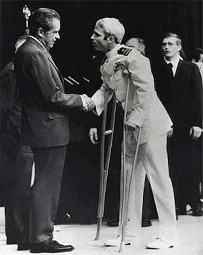 El prisionero John McCain: un héroe de papel