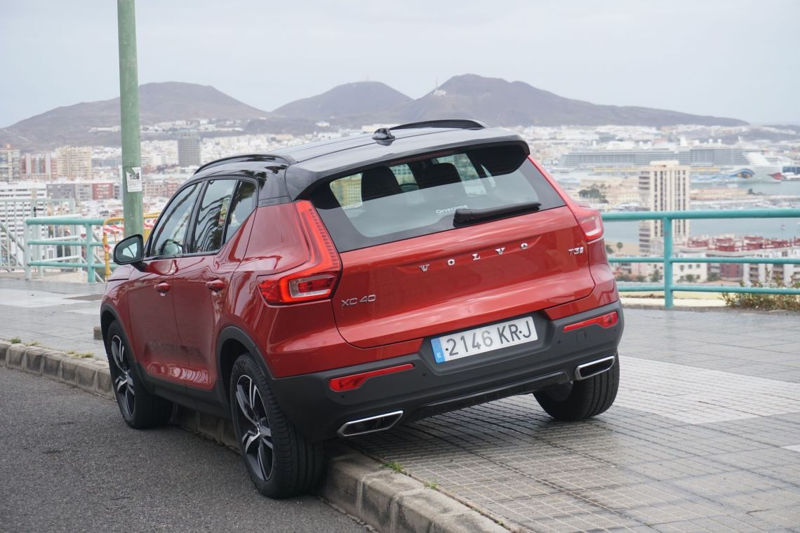 VOLVO XC40 T3 TRASERA LATERAL