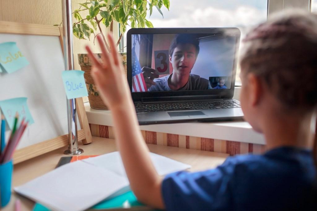 Conversación en inglés para niños nino con tutor cambly