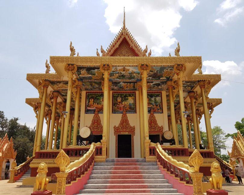modern wat ek phnom temple