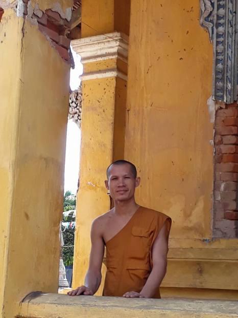 cs-monk-contemplating