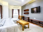 Toul-Kork-1-bedroom-apartment-for-rent-in-Boengkâk-I-livingroom-2ipcambodia