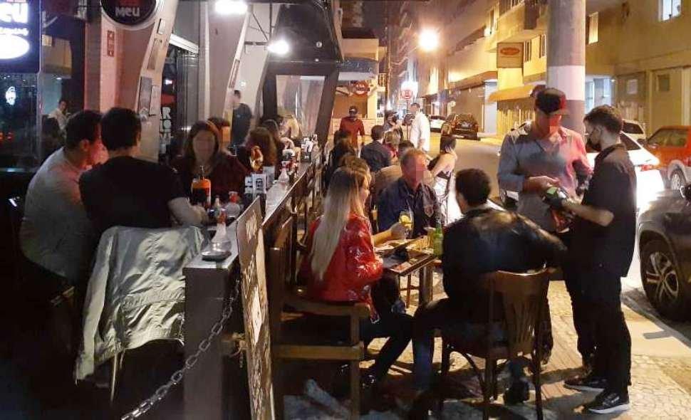 Fiscalização fecha sete estabelecimentos em Balneário, e contaminado com Covid-19 vai a restaurante na Brava