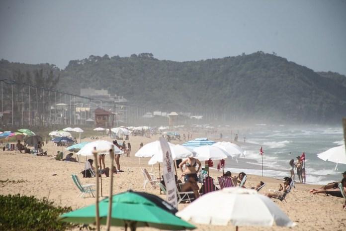 A bela Praia Brava de Itajaí: ponto dos jovens e de quem gosta de agito