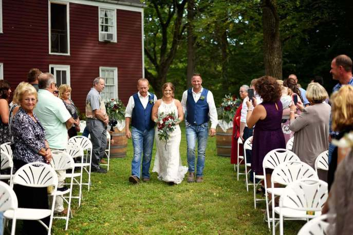 The backdrop of the Cambre House is perfect to walk down the aisle.