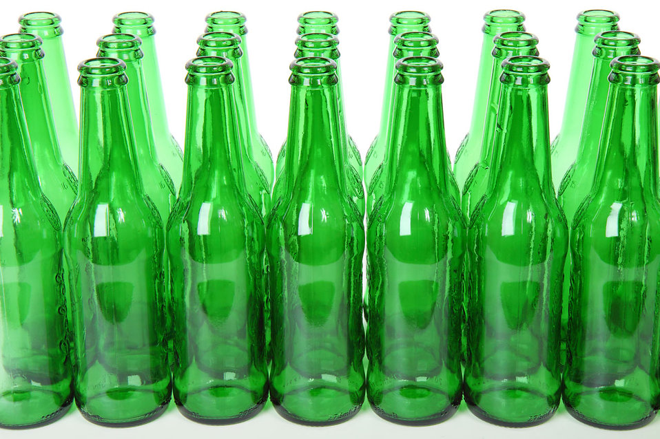 10562-empty-green-beer-bottles-isolated-on-a-white-background-pv