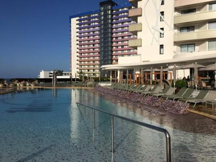 Splash pool by Oasis