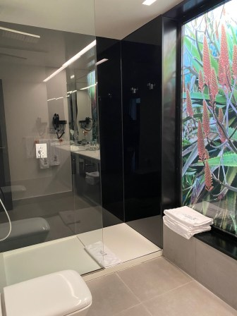 La Isla y El Mar shower classic suite 705