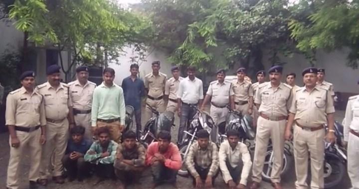 6 चोर हुए गिरफ्तार, पुलिस ने कई बाइकें जब्त की