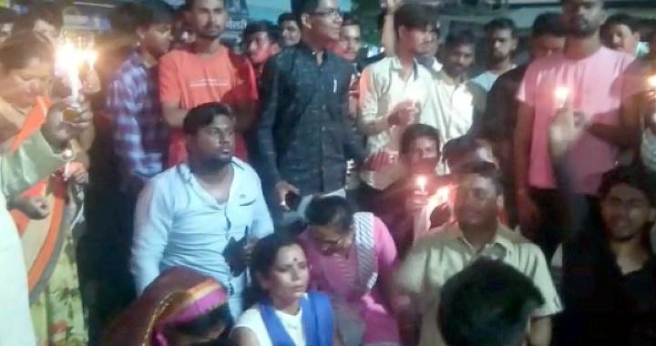 Mandsaur Rape Case : पीथमपुर में कांग्रेस ने निकाली केंडल मार्च