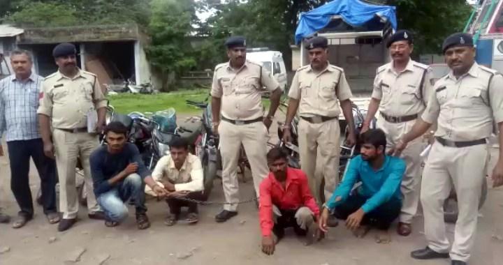 वाहन चोरी करने वाले 4 चोर गिरफ्तार, रतलाम एसपी ने किया पर्दाफाश