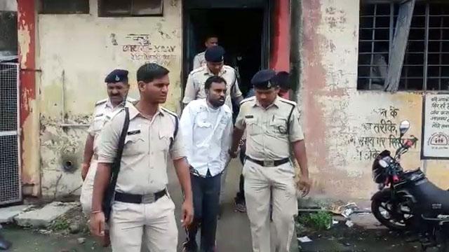 2 कैदियों के साथ जेल में हुई मारपीट, कांच खिलाने का भी आरोप