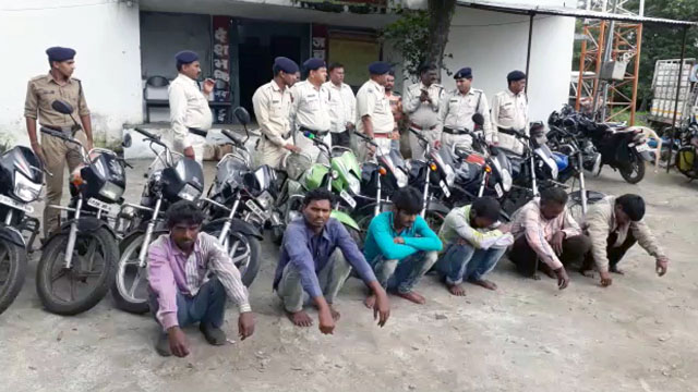 अमझेरा पुलिस ने 6 चोरों को गिरफ्तार कर 12 बाइक जब्त कीं