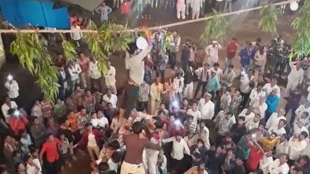 दसाई में कृष्ण जन्माष्टमी पर मटकी फोड़ प्रतियोगिता का आयोनज