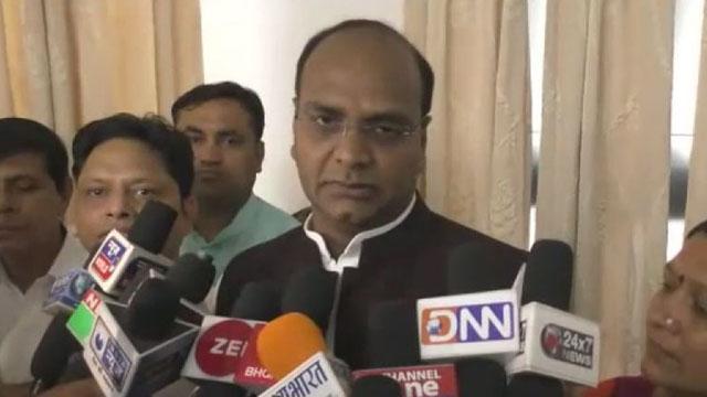 मंत्री विश्वास सारंग को दिखाये काले झंडे, धार में आरक्षण का विरोध