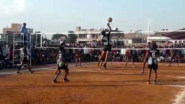 सरूपगंज में बाॅलीवाॅल प्रतियोगिता का फाइनल मैच खेला गया