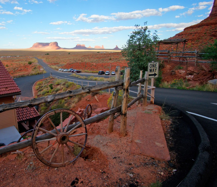 monument valley, goulding's lodge, road