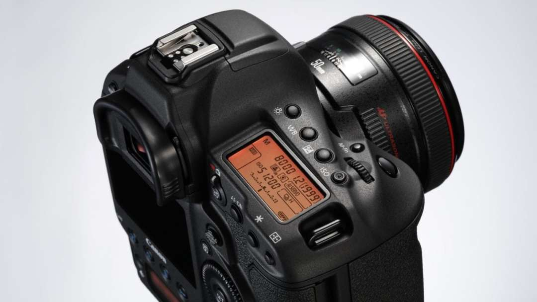 What is a DSLR camera: Canon EOS 1D X Mark II