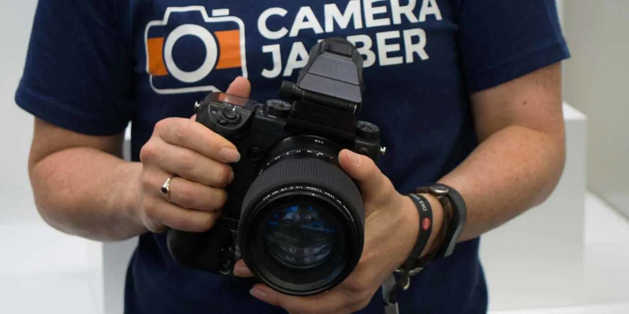 Fuji GFX 50S, lenses now shipping