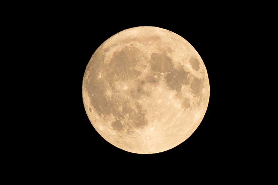 Supermoon photography: 03 Take control of your camera