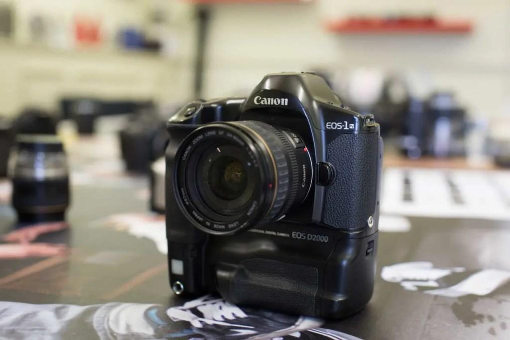 Canon EOS D2000
