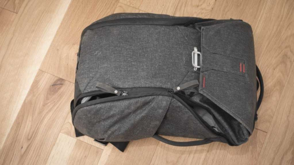 Peak Design Everyday Backpack 20L Review - Zips