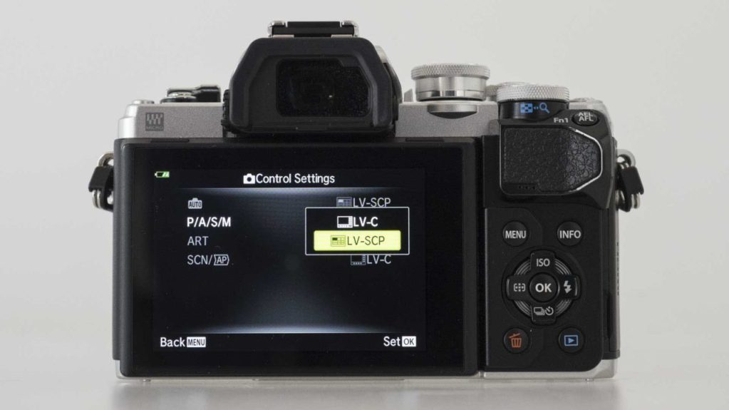 Olympus OM-D E-M10 Mark III Review - Selecting Super Control Panel or Live View