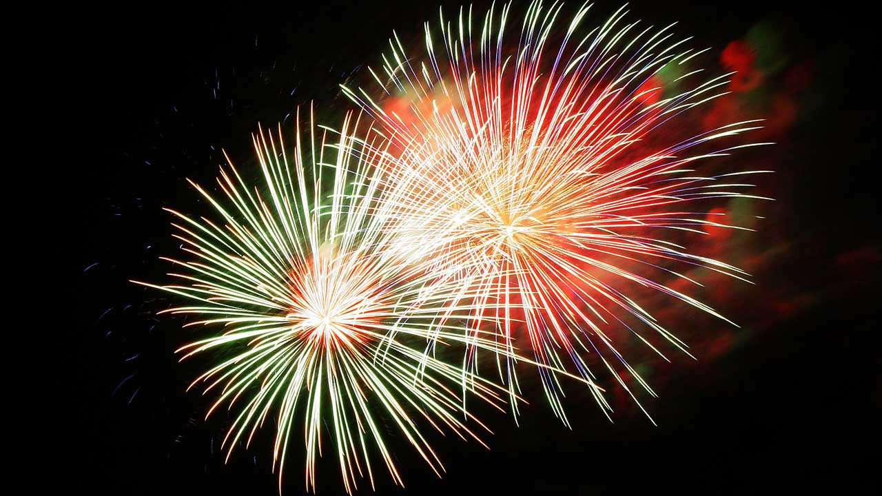 Watch How to Photograph Fireworks video