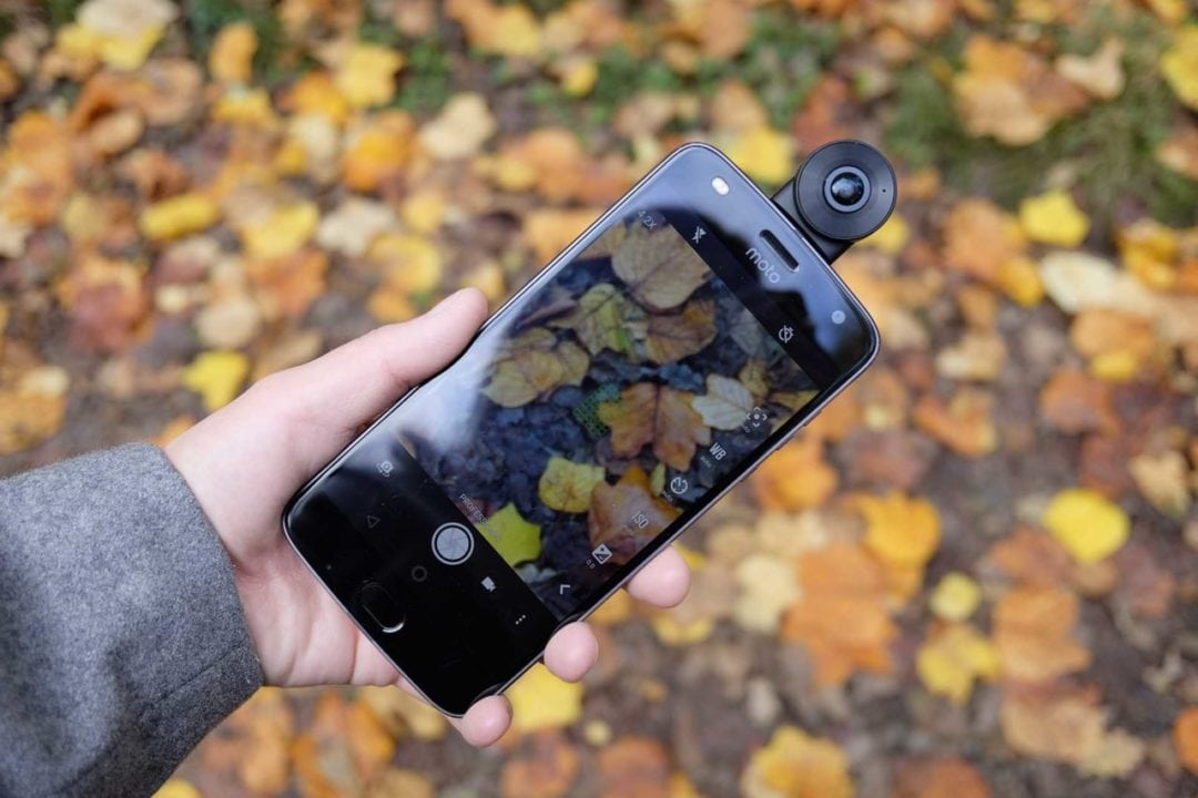 Motorola Moto Z2 Play Camera Review: build and handling