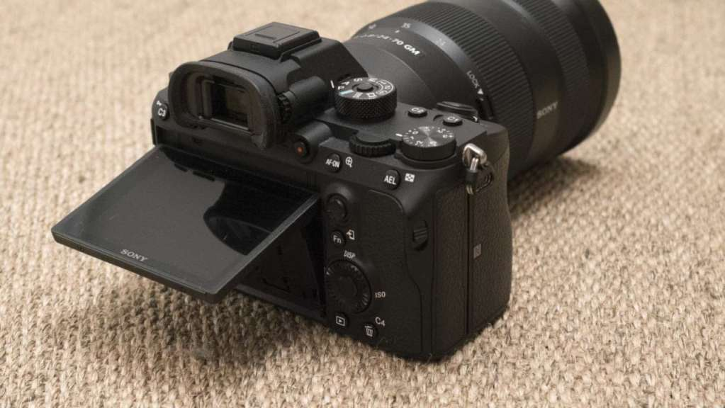 Sony A7R III Review: Screen flipped up