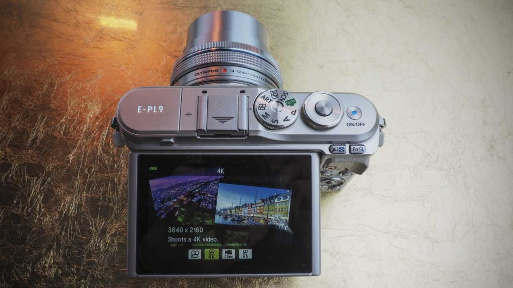 Olympus EPL9 review - Screen