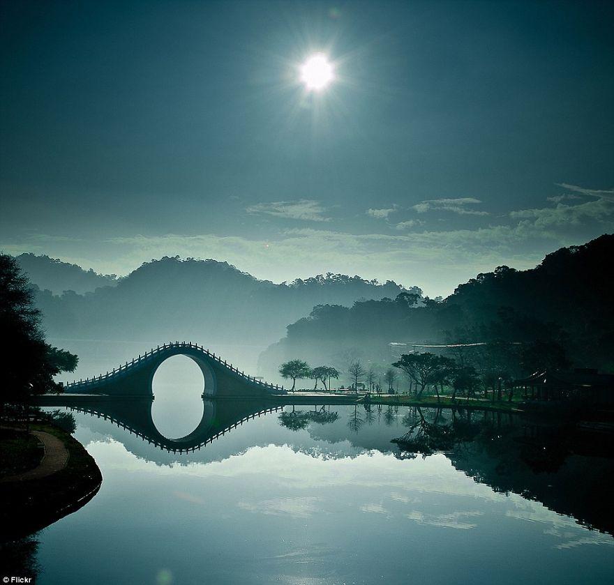 Старинные загадочные мосты со всего мира - 40 фото - 7