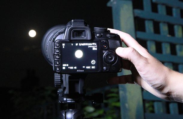 фото луны сделанное фотоаппаратом